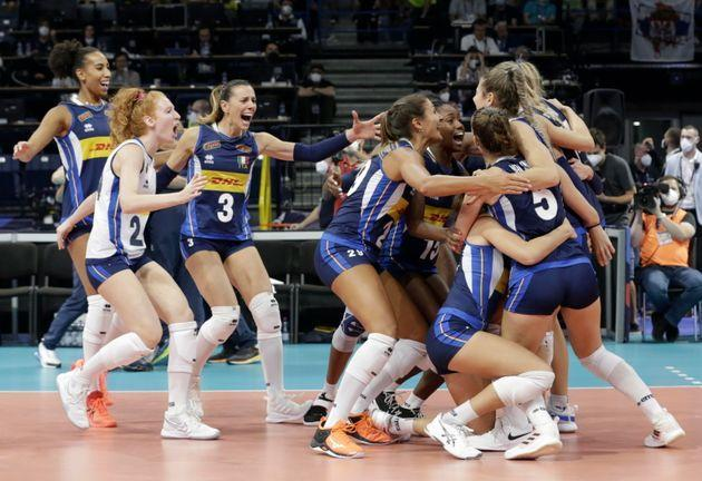 Players of Italy celebrate after winning the 2021 Women's European Volleyball Championship final between Serbia and Italy in Belgrade, Serbia, 04 September 2021.  EPA/ANDREJ CUKIC (Photo: ANDREJ CUKIC EPA)