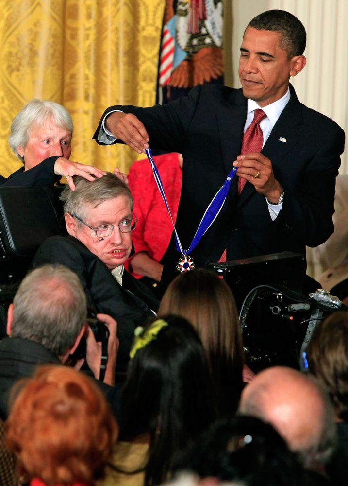 Stephen Hawking with President Barack Obama receiving the Medal of Freedom in 2009