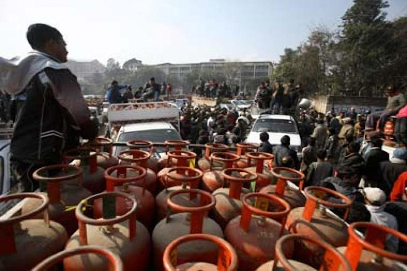 UAE Assures Additional Supplies to Meet Free LPG Demand of India