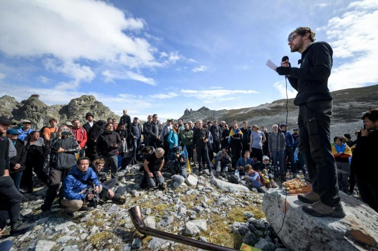 """Scientists and religious figures gave speeches at the """"funeral"""" of Pizol (AFP Photo/Fabrice COFFRINI)"""