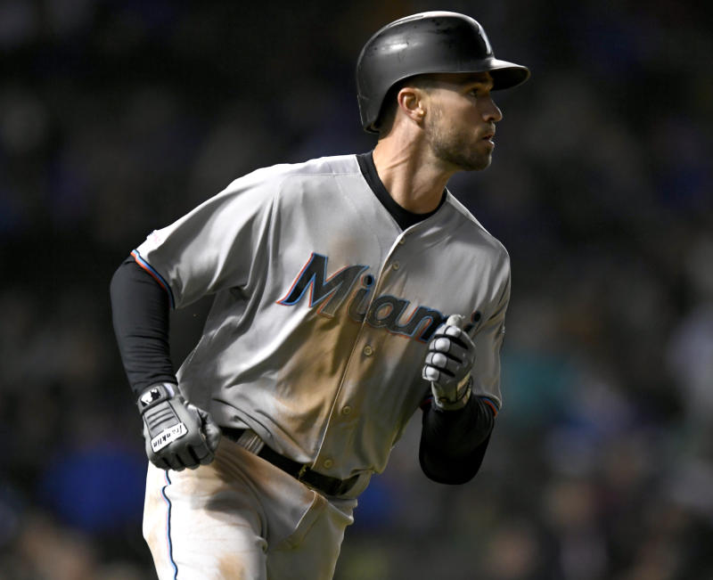 Cubs bullpen goes wild, Marlins rally in 9th to win 6-5