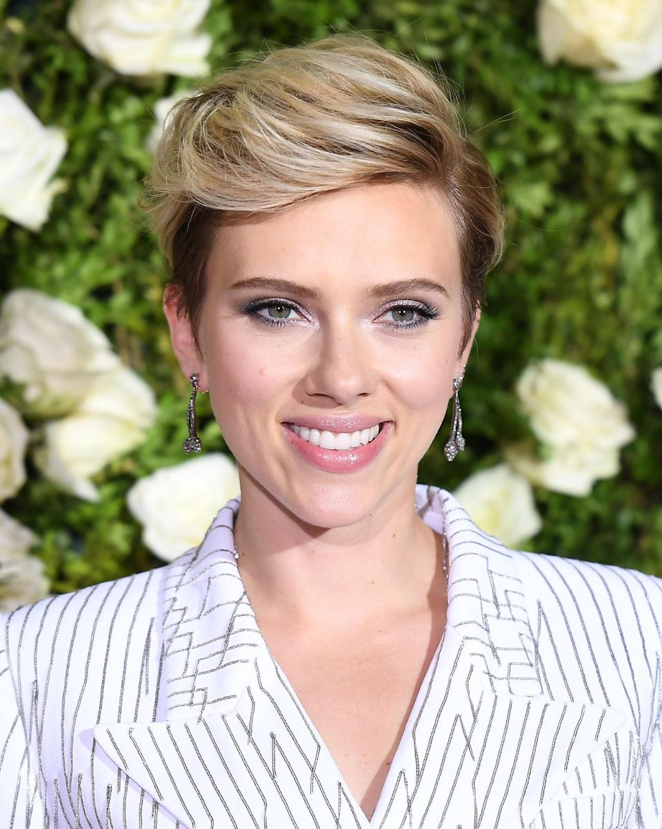 This deep side part lets Johansson wear her hair long on top while still keeping her style in pixie territory.