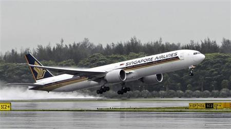 A Singapore Airlines (SIA) Boeing 777-300ER passenger jet takes off in the rain at Changi Airport in Singapore April 21, 2012. REUTERS/Tim Chong/Files