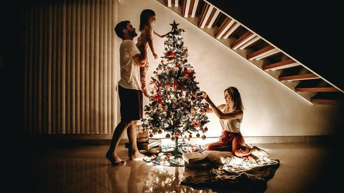 Ilustrasi suasana Natal. (Photo by Jonathan Borba on Unsplash)