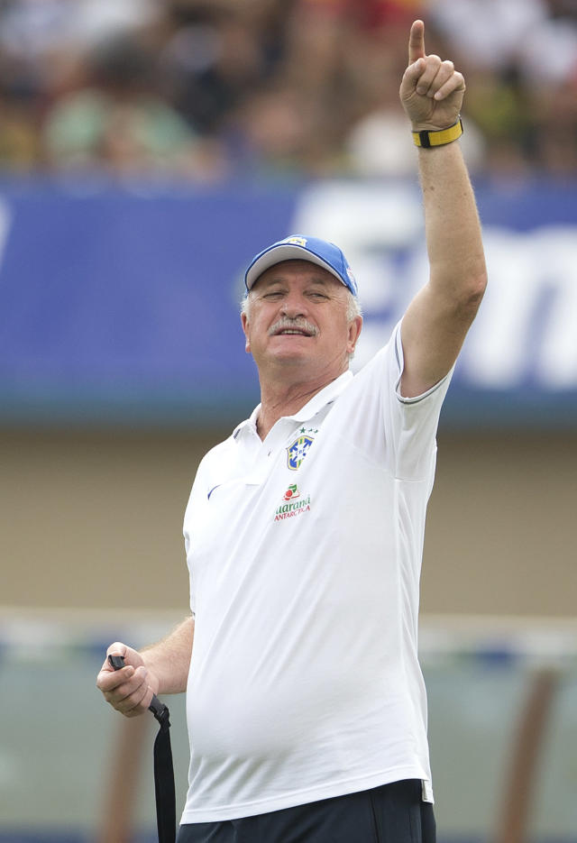 Brazil's head coach Luiz Felipe Scolari gives instructions to his players during a practice session at the Serra Dourada stadium in Goiania, Brazil, Monday, June 2, 2014. Brazil will face Panama on Tuesday in preparation for the World Cup soccer tournament that starts on 12 June. (AP Photo/Andre Penner)