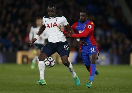 Britain Soccer Football - Crystal Palace v Tottenham Hotspur - Premier League - Selhurst Park - 26/4/17 Tottenham's Moussa Sissoko in action with Crystal Palace's Jeffrey Schlupp Action Images via Reuters / Matthew Childs Livepic