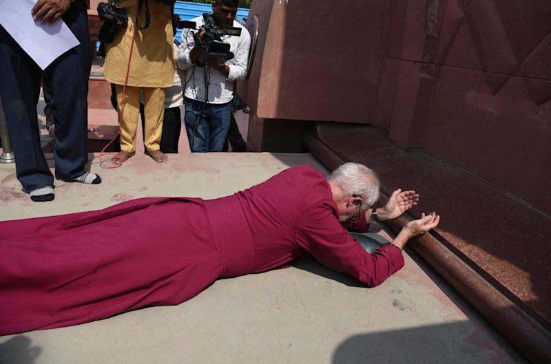 The Archbishop of Canterbury Rev. Justin Welby, prostrates as he pays respect at the Jallianwala Bagh memorial in Amritsar. (Photo: ASSOCIATED PRESS)