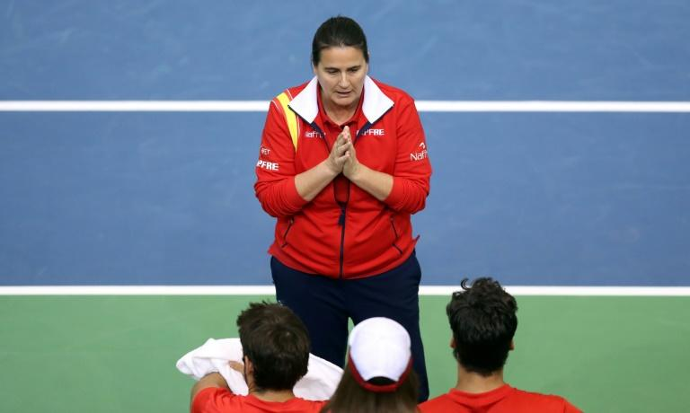 Spain's coach Conchita Martinez (C) talks to Spain's Feliciano Lopez (R) and Marc Lopez (L) during the first round Davis Cup match in Osijek, Croatia, on February 4, 2017