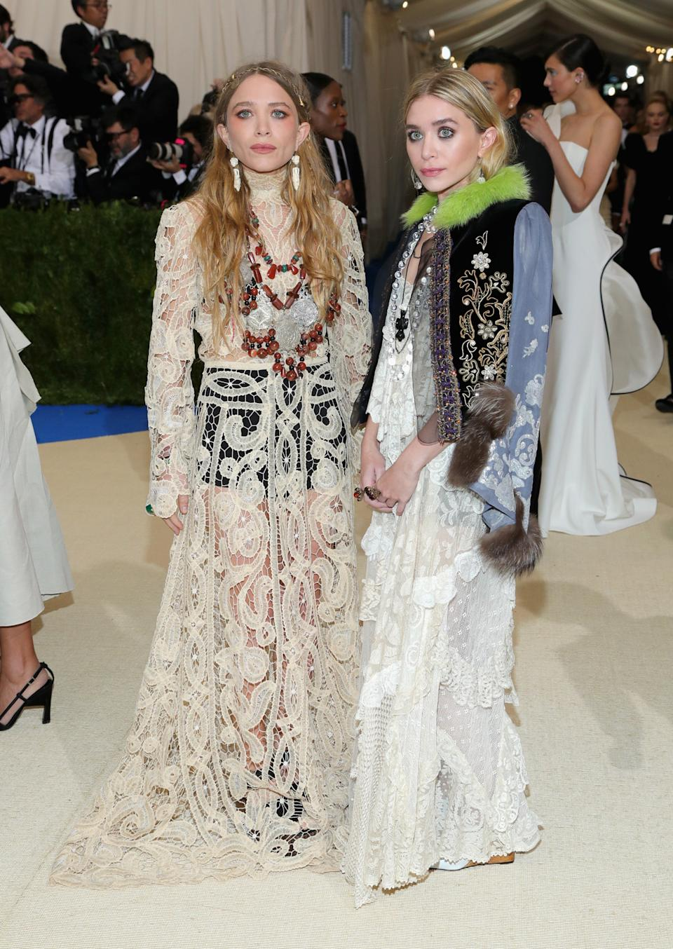 """<h1 class=""""title"""">Mary-Kate Olsen and Ashley Olsen</h1><cite class=""""credit"""">Photo: Getty Images</cite>"""
