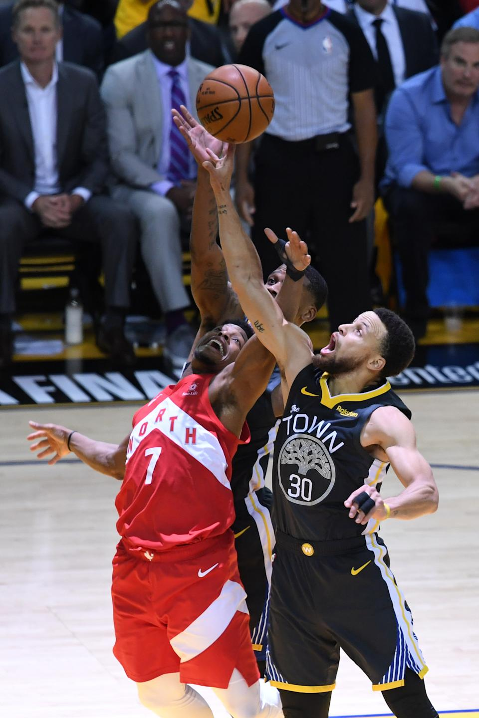Kyle Lowry #7 of the Toronto Raptors and Stephen Curry #30 of the Golden State Warriors battle for the ball during Game Four of the 2019 NBA Finals at ORACLE Arena on June 07, 2019 in Oakland, California. (Photo by Thearon W. Henderson/Getty Images)