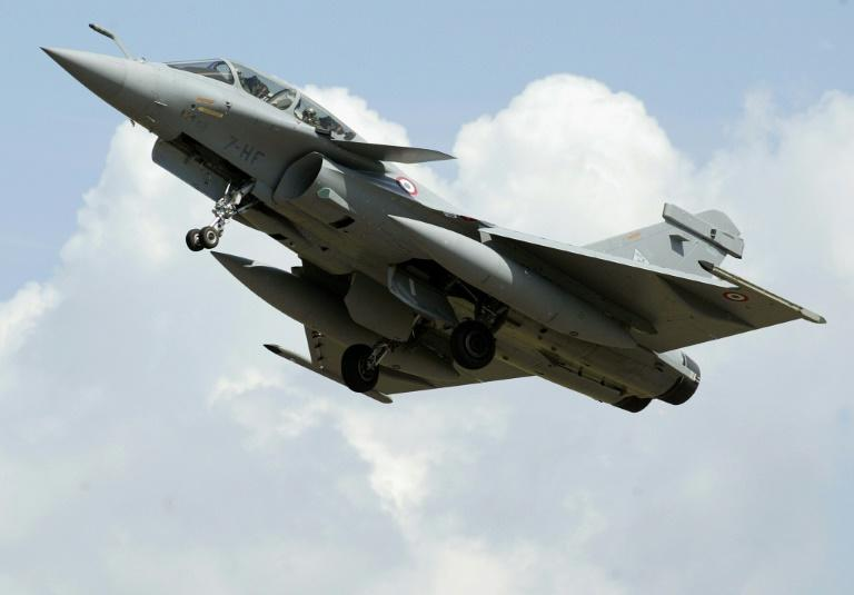 Sonic boom from fighter jet rattles Paris