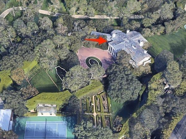 A Google Maps satellite view of the Jack Warner Estate jeff bezos beverly hills home