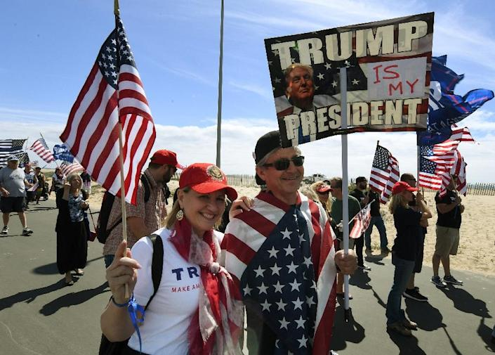 """Supporters of US President Trump march during the """"Make America Great Again"""" rally in Huntington Beach, California on March 25, 2017 (AFP Photo/Mark RALSTON)"""