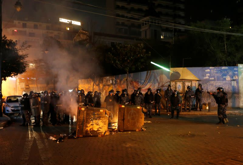 Protest over economic hardship and lack of new government in Beirut