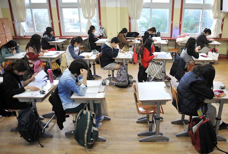 South Korean students prepare to take the College Scholastic Ability Test, a standardised exam for college entrance, at a high school in Seoul on November 7, 2013 (AFP Photo/Jung Yeon-Je)