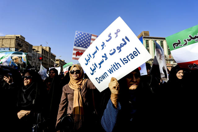 <p>Women attend a pro-government demonstration in the southwestern city of Ahvaz, Iran, Wednesday, Jan. 3, 2018. (Photo: Morteza Jaberian/Tasnim News Agency via AP) </p>