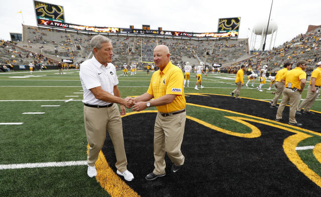 Iowa head coach Kirk Ferentz (L) talks with Wyoming head coach Craig Bohl. (AP)