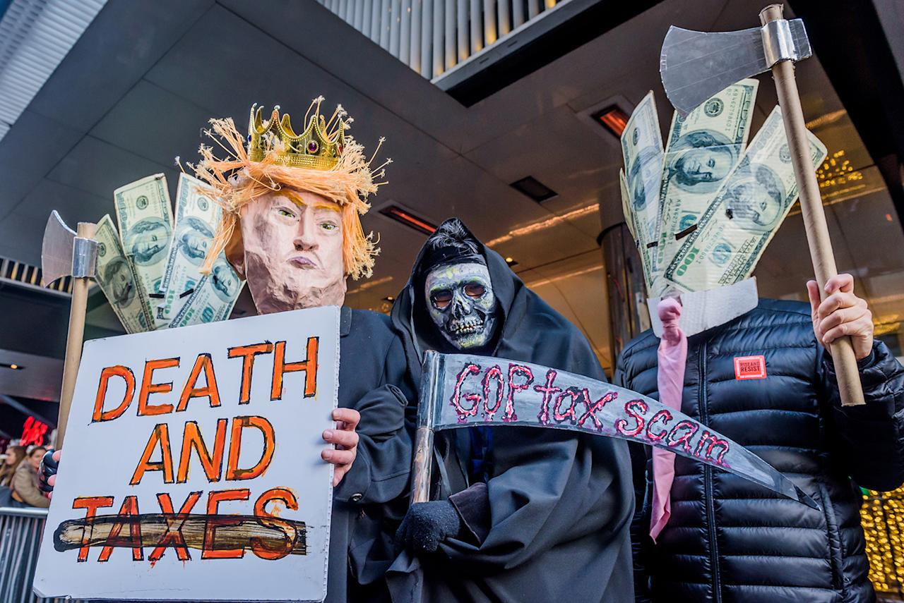 <p>Hundreds of New Yorkers gathered outside Cipriani at 42nd Street in Midtown Manhattan on Dec. 2, 2017 to protest Trump's $1,000 dollars a plate brunch, a fundraiser hosted by the Republican National Convention for his 2020 re-election campaign. (Photo: Erik McGregor/Pacific Press/LightRocket via Getty Images) </p>