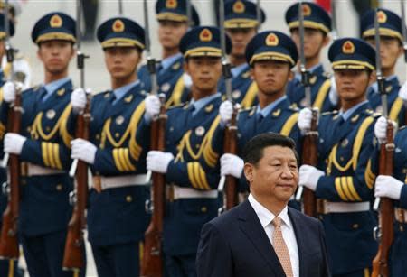 File photo shows Chinese President Xi inspecting an honour guard at a welcoming ceremony in Beijing