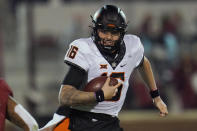Oklahoma State quarterback Shane Illingworth carries during the first half of the team's NCAA college football game against Oklahoma in Norman, Okla., Saturday, Nov. 21, 2020. (AP Photo/Sue Ogrocki)