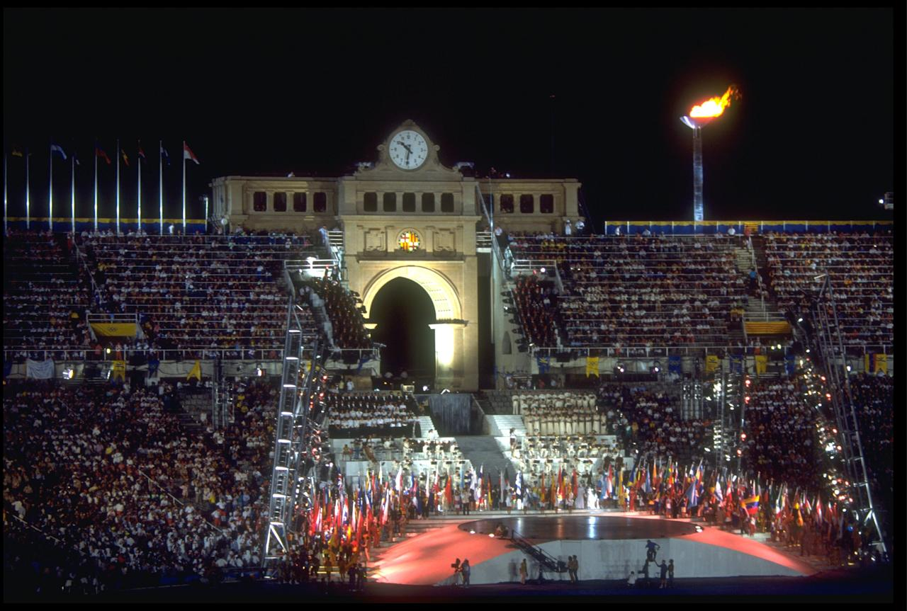 9 AUG 1992: A HUGE DISPLAY IS PUT ON IN THE CENTRE OF THE OLYMPIC STADIUM DURING THE CLOSING CEREMONY OF THE 1992 BARCELONA OLYMPICS.