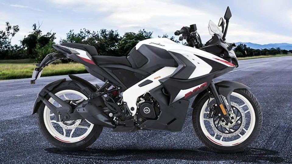 Bajaj Pulsar RS200 becomes costlier by Rs. 5,000