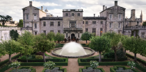 """<p>In order to create the grand Hastings estate, Netflix used <a href=""""https://www.housebeautiful.com/design-inspiration/a35100240/bridgerton-netflix-filming-locations-houses-homes/"""" rel=""""nofollow noopener"""" target=""""_blank"""" data-ylk=""""slk:three different filming locations"""" class=""""link rapid-noclick-resp"""">three different filming locations</a>—Wilton House in Wiltshire, Syon House in Brentford, and Badminton House in Gloucestershire.</p>"""