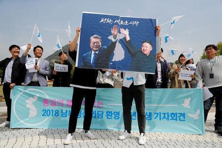 Leaders of two Koreas head for historic summit at DMZ
