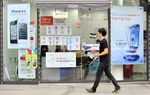 The court banned sales in South Korea of devices including Apple's iPhone 4 and iPad 2, plus Samsung's Galaxy S and SII