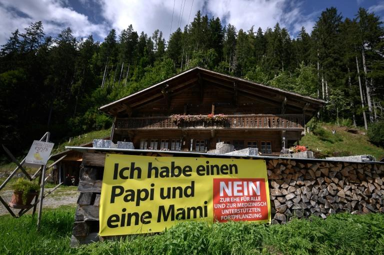 """A banner in the western town of Jaun urges Swiss to vote against marriage for all -- the message reads """"I have a Daddy and Mummy"""" (AFP/Fabrice COFFRINI)"""