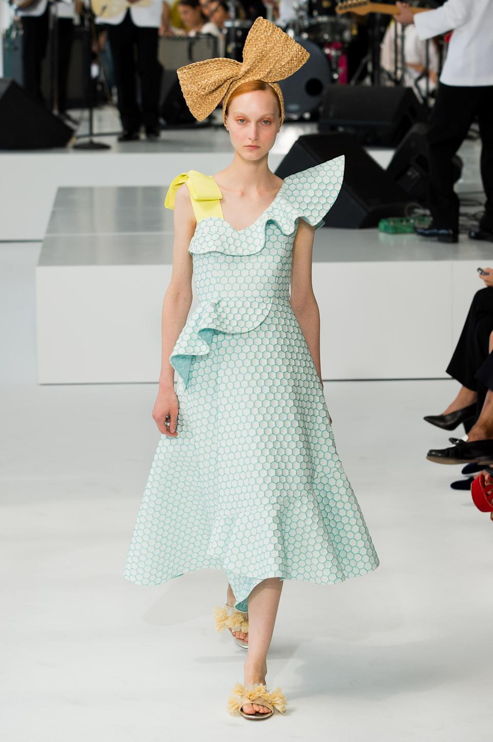 <p><i>Model wears a yellow-and-light-blue ruffled dress from the SS18 Delpozo collection. (Photo: IMAXtree) </i></p>