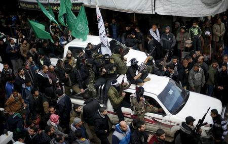 Palestinian Hamas militants attend the funeral of their seven comrades who were killed when a tunnel collapsed close to the Gaza Strip's eastern border with Israel in Gaza City, January 29, 2016. REUTERS/Suhaib Salem
