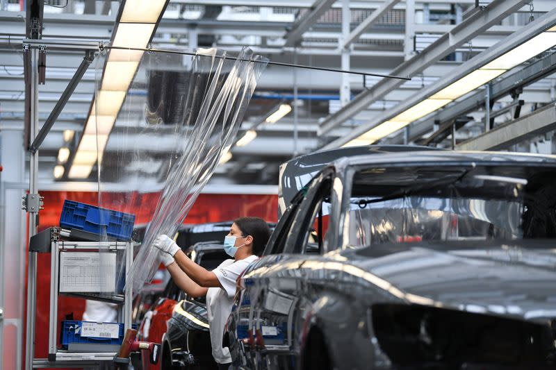 German carmakers, government to look at boosting suppliers' equity capital