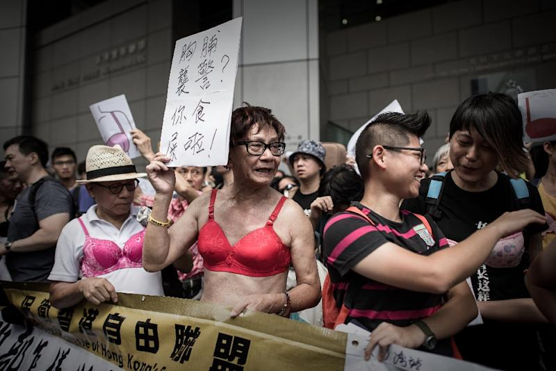 Protesters in bras demonstrate outside police headquarters in Hong Kong on August 2, 2015 in support of a woman who was sentenced to jail for assaulting a police officer with her breast (AFP Photo/Philippe Lopez)