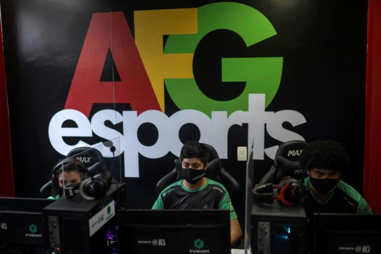 Around 100 young gamers now participate in AfroGames, whose activities are sponsored by companies including Brazilian airline GOL and media powerhouse Grupo Globo