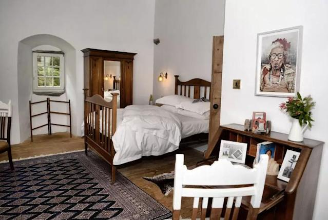 <p>And here's another bedroom. </p>