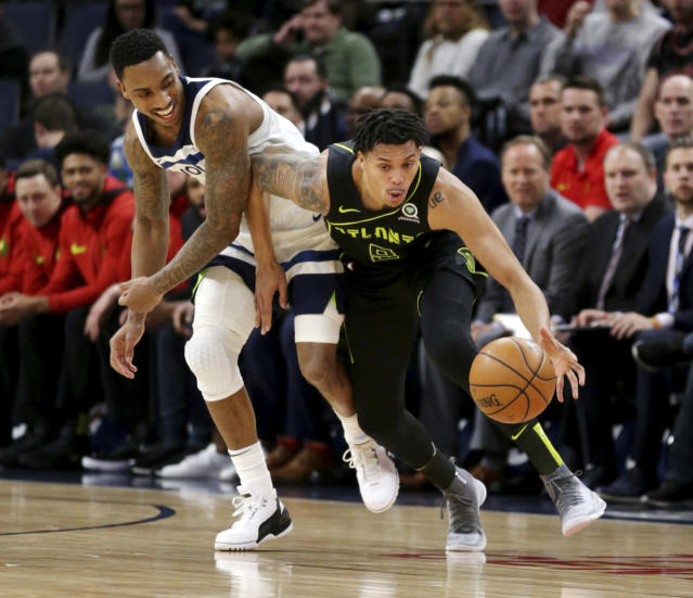 """The <a class=""""link rapid-noclick-resp"""" href=""""/nba/teams/gsw"""" data-ylk=""""slk:Golden State Warriors"""">Golden State Warriors</a> have agreed to sign <a class=""""link rapid-noclick-resp"""" href=""""/nba/players/5733/"""" data-ylk=""""slk:Damion Lee"""">Damion Lee</a>, <a class=""""link rapid-noclick-resp"""" href=""""/nba/players/4612/"""" data-ylk=""""slk:Steph Curry"""">Steph Curry</a>'s future brother-in-law, to a two-way contract. (AP/Andy Clayton-King)"""