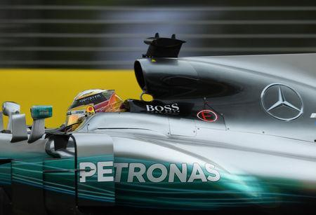 Formula One - F1 - Australian Grand Prix - Melbourne, Australia - 24/03/2017 Mercedes driver Lewis Hamilton of Britain powers around the Melbourne circuit during the second practice session. REUTERS/Jason Reed