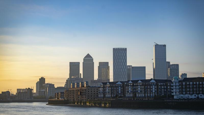 London markets tumble into the red on health concerns