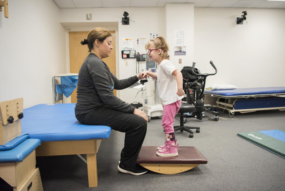 Kaylee Morley during a physical therapy session at the Cleveland Clinic. (Collect/clevelandclinic.org)