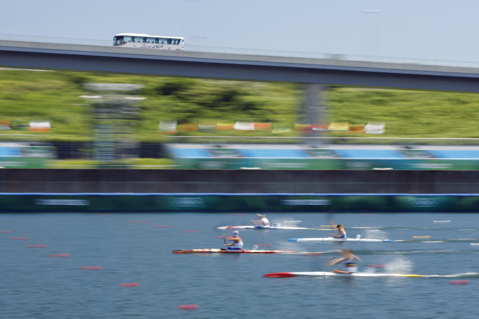 <p>TOKYO, JAPAN - AUGUST 04: Competitors race in the Women's Kayak Single 500m Quarterfinal 2 on day twelve of the Tokyo 2020 Olympic Games at Sea Forest Waterway on August 04, 2021 in Tokyo, Japan. (Photo by Adam Pretty/Getty Images)</p>