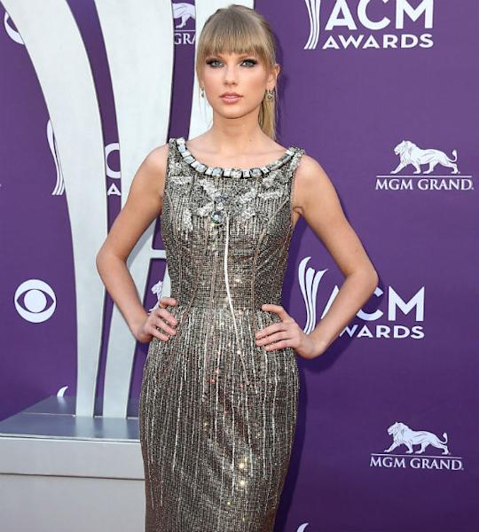 Taylor Swift: 'I Love To Talk About Boys With Selena Gomez'