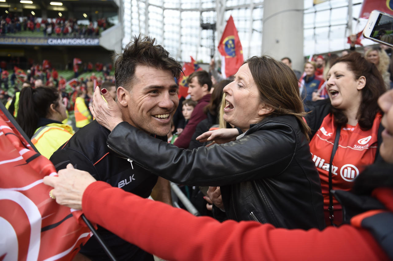 Rugby Union - Munster Rugby v Saracens - European Rugby Champions Cup Semi Final - Aviva Stadium, Dublin, Republic of Ireland - 22/4/17 Saracens' Schalk Brits with fans after the game Reuters / Clodagh Kilcoyne Livepic