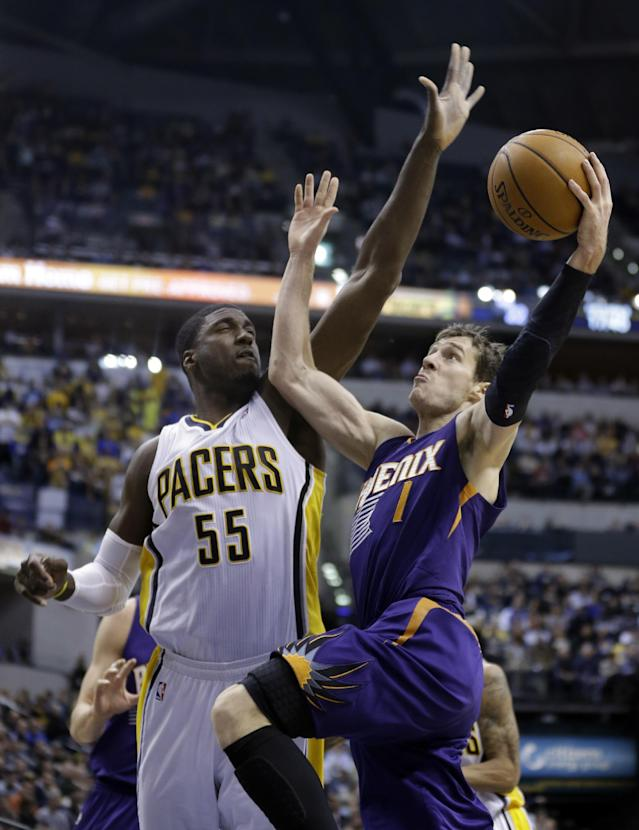 Phoenix Suns guard Goran Dragic, right, shoots under Indiana Pacers center Roy Hibbert in the first half of an NBA basketball game in Indianapolis, Thursday, Jan. 30, 2014. (AP Photo)