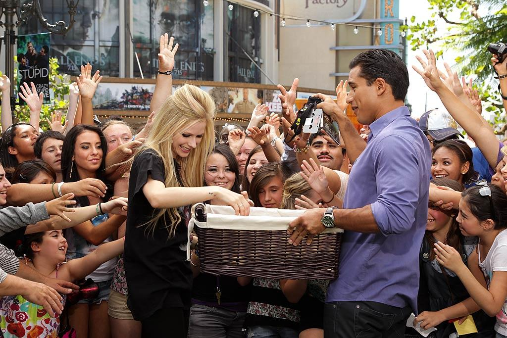 "Avril Lavigne also stopped by to chat with Mario -- and give out free T-shirts to some very excited fans. Noel Vasquez/<a href=""http://www.gettyimages.com/"" target=""new"">GettyImages.com</a> for Extra)"