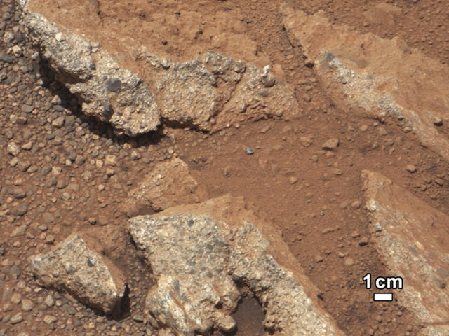 <p>A rock outcrop called Link pops out from a Martian surface in this NASA handout image taken by the 100-millimeter Mast Camera on NASA's Curiosity Mars rover September 2, 2012 and released September 27, 2012. (Photo: NASA/JPL-Caltech/Reuters) </p>