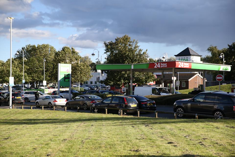 LONDON, ENGLAND - SEPTEMBER 29: Long queues are seen in front of petrol stations in London, United Kingdom on September 29, 2021. The UK has seen long queues formed in front of gas stations after the oil and petrol giant BP and Tesco Alliance announced that a