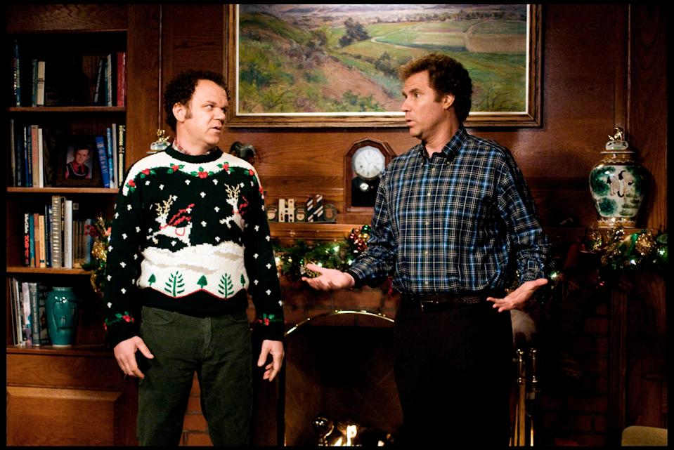 """<h1 class=""""title"""">Prod DB A© Apatow Productions - Mosaic Media Group / DRFRANGINS MALGRE EUX (STEP BROTHERS) de Adam McKay 2008 USAavec John C. Reilly et Will Ferrell pull, chemise A carreaux</h1><cite class=""""credit"""">TCD/Prod.DB / Alamy Stock Photo</cite>"""