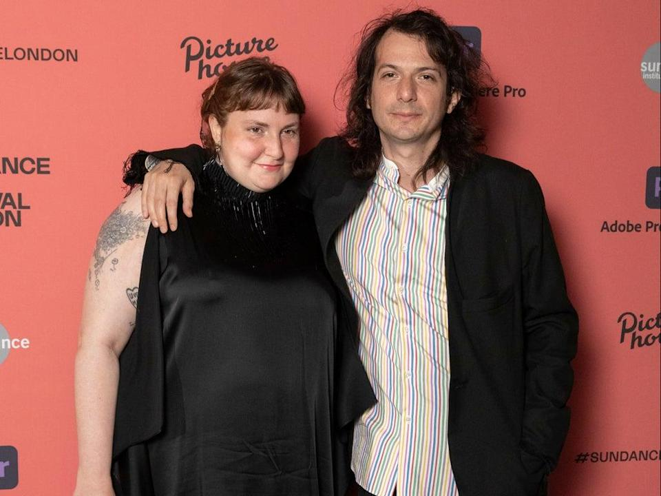 Lena Dunham and partner Luis Felber in August 2021 (Getty Images)