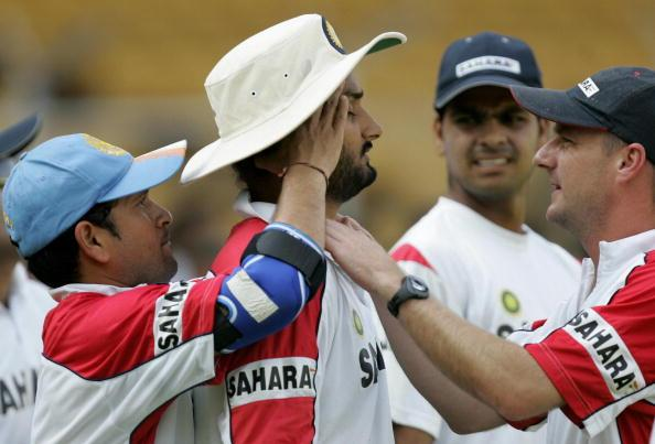 Indian cricketer R.P. Singh (2R) looks o : News Photo